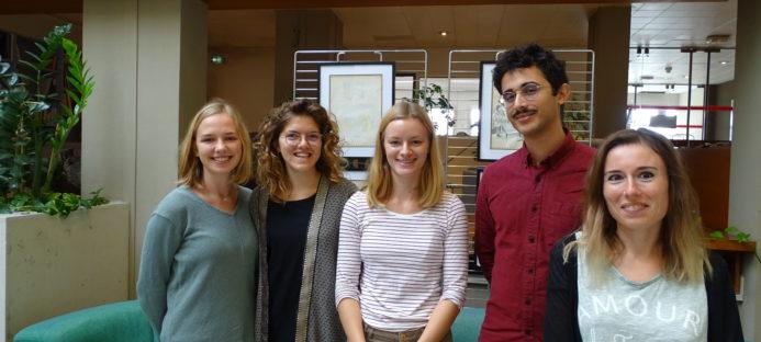 5 étudiants en médecine en stage au centre de simulation