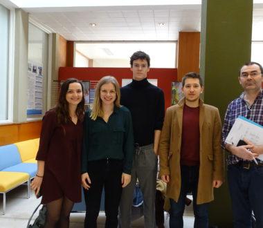 Quatre nouveaux étudiants en médecine en stage au centre de simulation