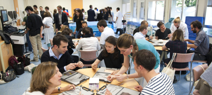Formation des élèves directeurs d'hôpitaux au management et à la gestion des risques par la simulation