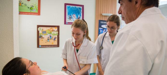 Sujet de thèse : évaluation à un an et deux ans, de l'apport du tutorat de sémiologie sur l'examen clinique des étudiants en médecine
