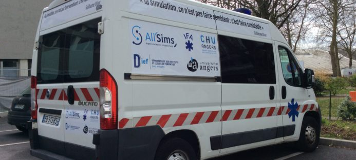 Une ambulance All'Sims